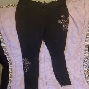 Size 14 Mossimo skinny Jean's w. Embroidery